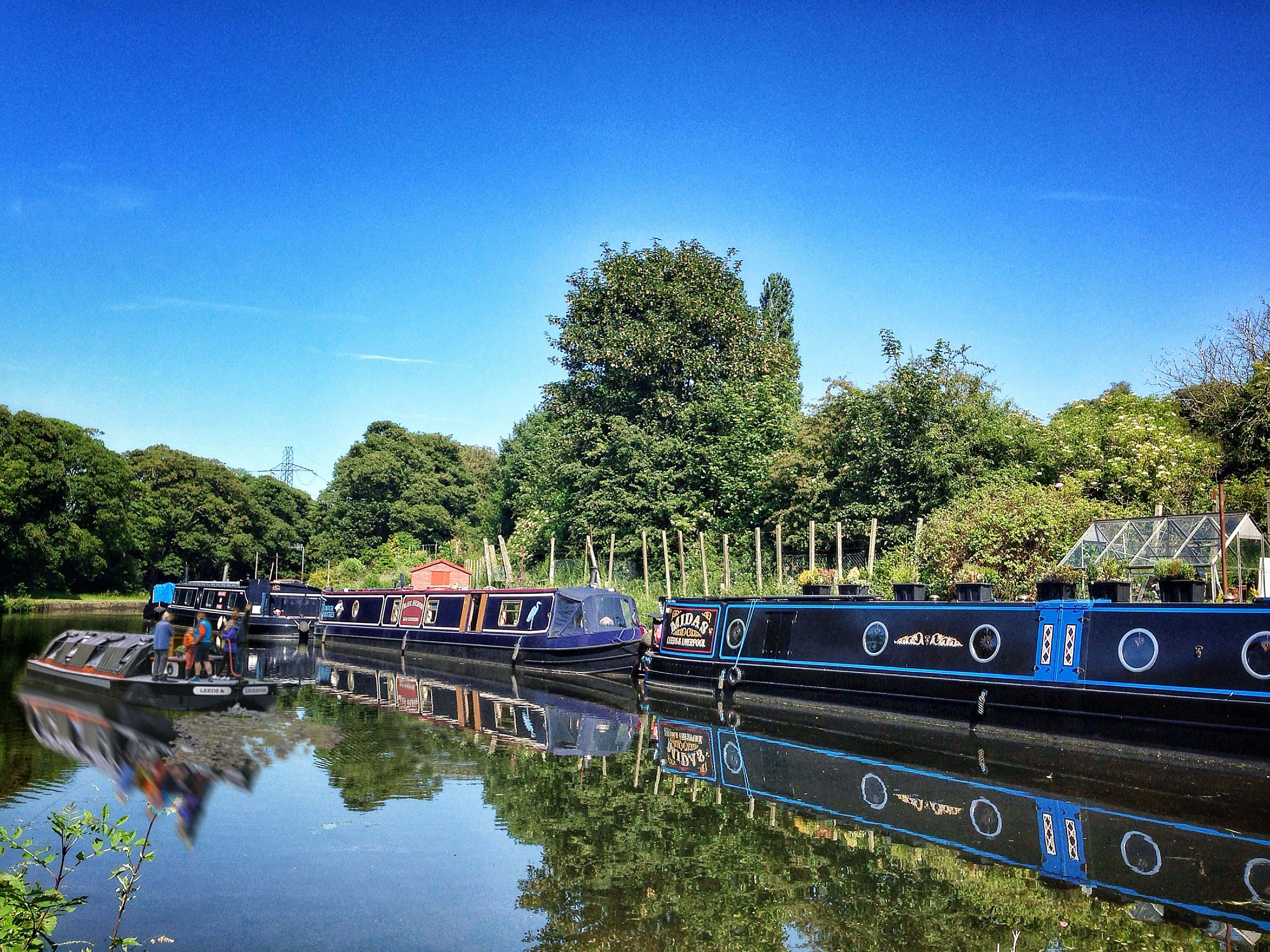 Long Distance Walks in Leeds and Liverpool Canal, Yorkshire in England